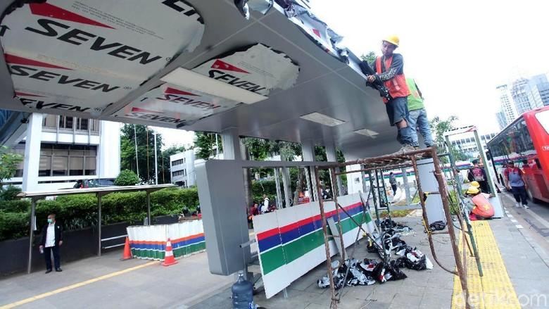 Pembangunan Halte Metrotrans di Senayan