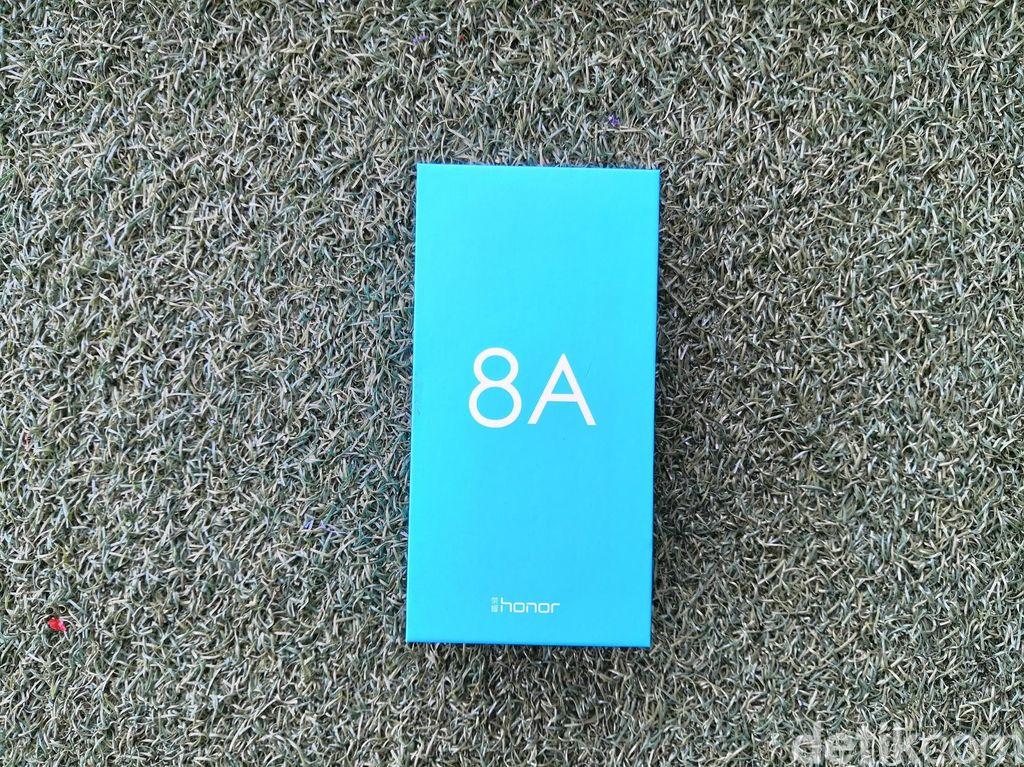 Kemasan Honor 8A berwarna biru muda. Foto: fyk