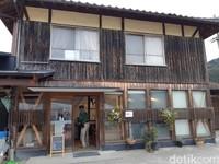 Prefektur Ehime masih lekat dengan suasana desa. Ehime punya banyak perkebunan, salah satunya wisata petik stroberi di Akamatsu Farm. (Bonauli/detikTravel)