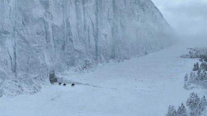 Ini tembok es yang ada di serial Game of Thrones untuk jadi perbandingan. Istimewa/Dok. Boredpanda.