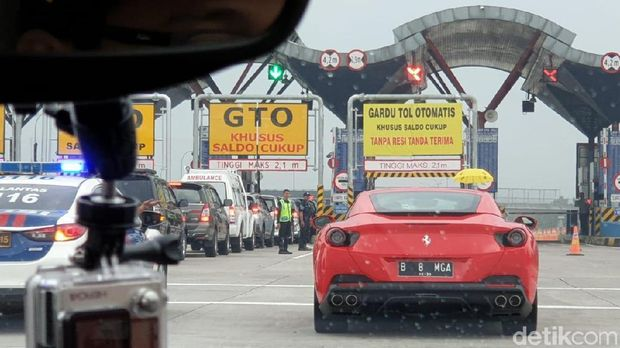 Ferrari uji coba Tol