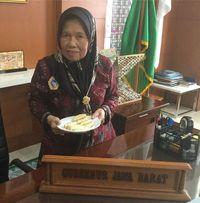 Bukti Kalau Ridwan Kamil Pencinta 'Bandros', Camilan Sunda