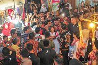 Pagi Ini Jokowi dan Iriana Asyik Blusukan ke Pasar Sentral Gorontalo