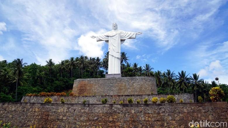 Patung Yesus Memberkati di Pulau Lembeh (Wahyu/detikTravel)