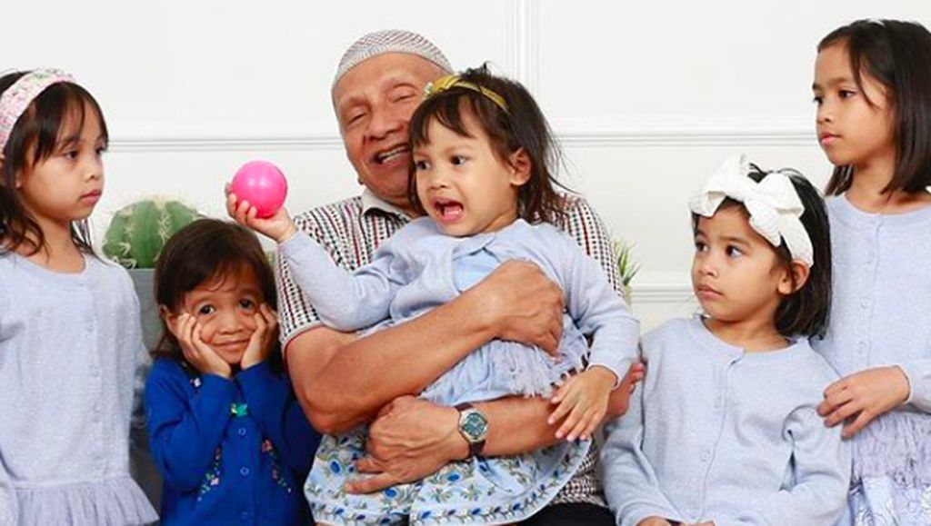 8 Momen Amien Rais Momong Cucu, Berkebun Hingga Antar Sekolah