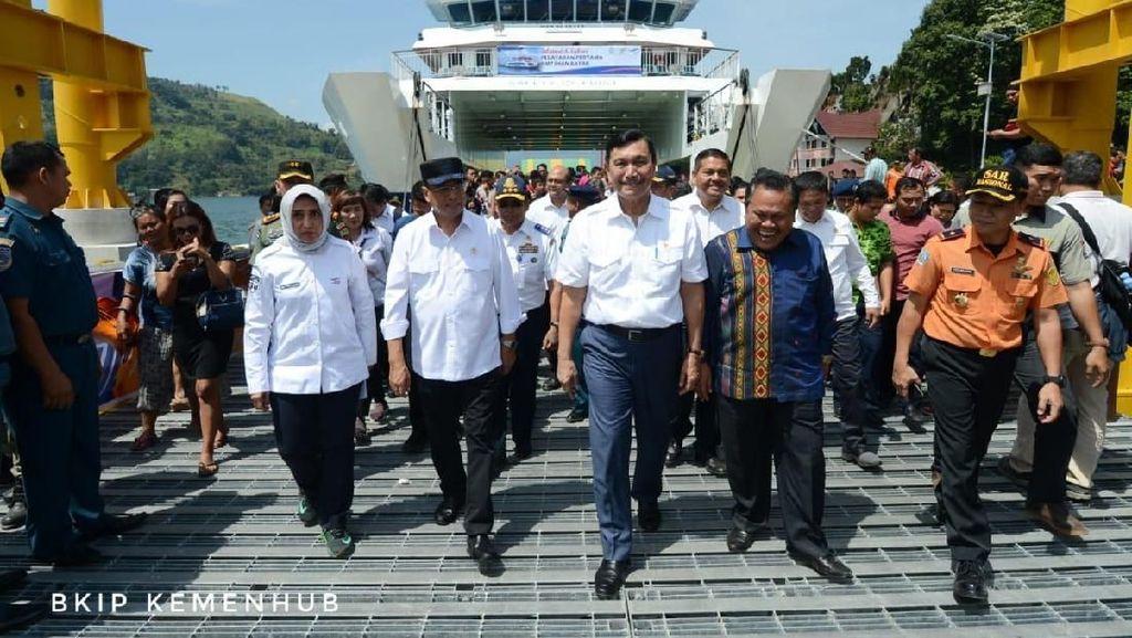 Ke Danau Toba, Luhut dan Budi Karya Resmikan Operasi Kapal Roro