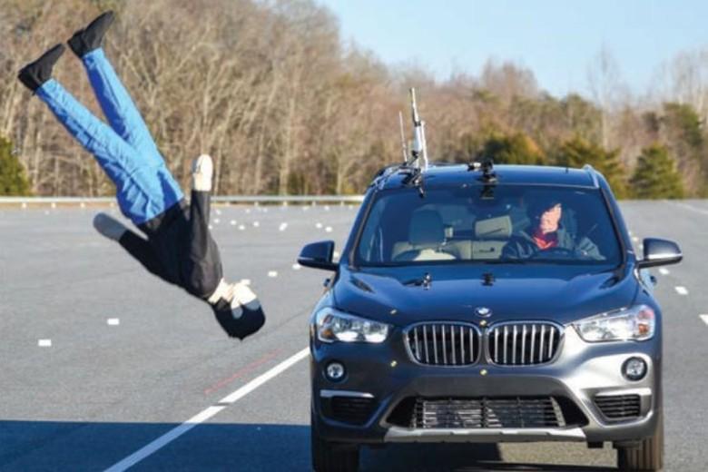 Teknologi Mobil untuk Hindari Tabrak Pejalan Kaki. Foto: IIHS