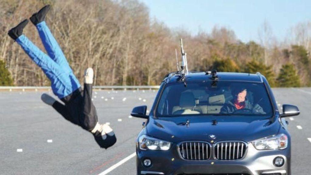 Teknologi Mobil untuk Lindungi Pejalan Kaki