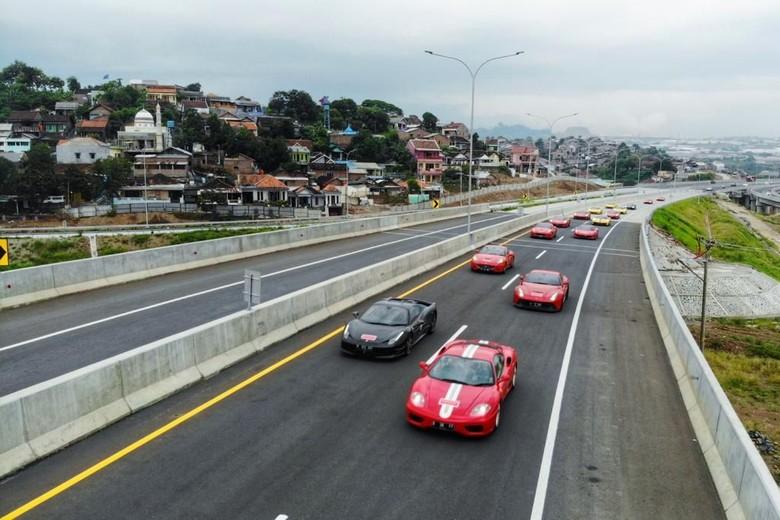 Ferrari Digeber di Tol Trans Jawa. Foto: Dok. Ferrari Jakarta & FOCI