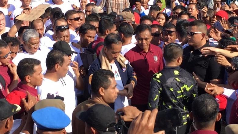 Hebohnya Jalan Santai di Kendari hingga Tangan Jokowi Terluka