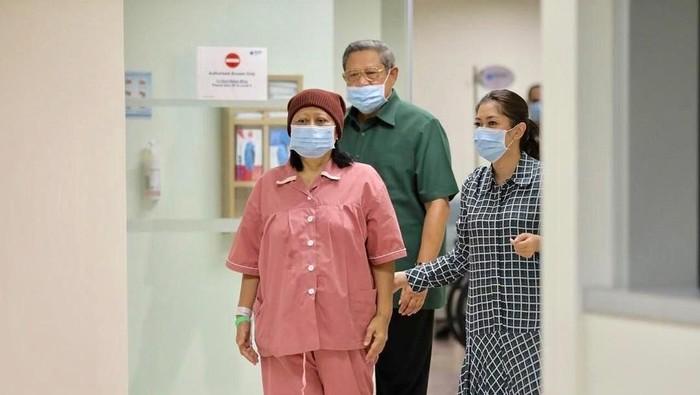Ani Yudhoyono mendapatkan transplantasi sumsum tulang karena kanker darah. Foto: Dok. Instagram Ani Yudhoyono