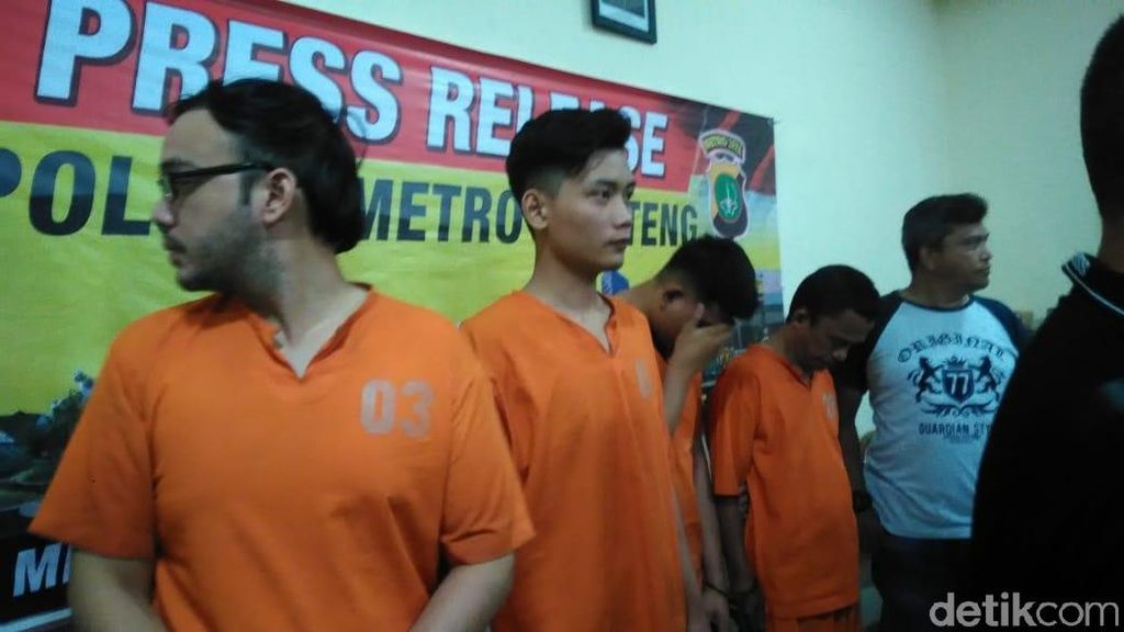 Ditangkap Bareng karena Sabu Rp 800 Ribu, MA Manajer Sandy Tumiwa