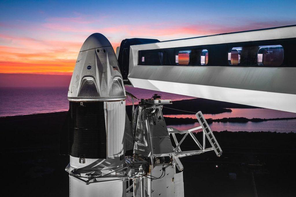 SpaceX sukses menerbangkan Crew Dragon, kapsul luar angkasa miliknya, dan memasangkannya ke International Space Station (ISS). Foto: Reuters