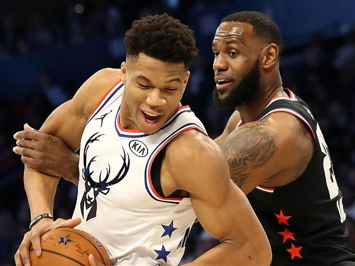 Milwaukee Bucks terlalu tangguh untuk tuan rumah LA Lakers dalam lanjutan NBA. (Foto: Streeter Lecka / Getty Images)