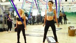 Alessandra Ambrosio dikenal semenjak bergabung dengan Victorias Secret. Lihat gayanya ketika olahraga yang bikin kita ikut semangat hidup sehat.