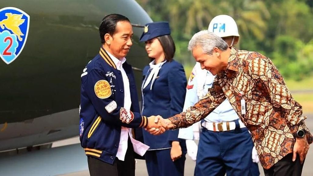Presiden Jokowi Pakai Jaket Gambar Kucing Saat Kunker, Ada Makna di Baliknya