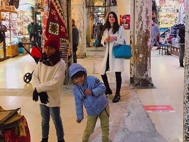 Lihat deh, mantan kekasih Reino Barack ini memang akrab banget kan sama anak-anak? (Foto: Instagram @Lunamaya)