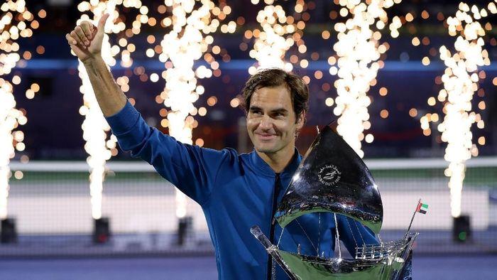 Roger Federer kini mengokeksi 100 gelar juara di seri ATP (Francois Nel/Getty Images)