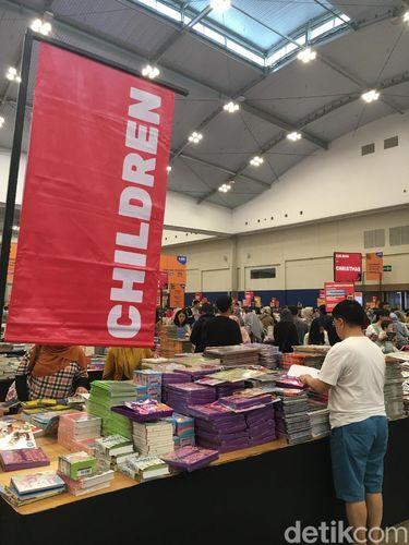 Area buku anak-anak menjadi yang paling ramai di Big Bad Wolf (BBW) 2019.