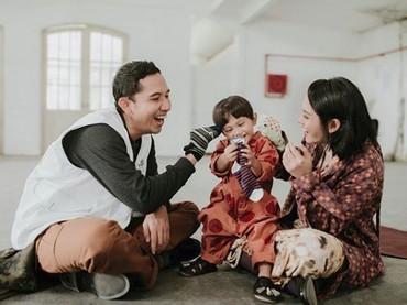 Baru-baru ini, Andien mengeluarkan sebuah video klip yang untuk pertama kali melibatkan keluarga kecilnya, termasuk si kecil Anaku Askara Biru atau kerap disapa Kawa. (Foto: Instagram/andienaisyah)