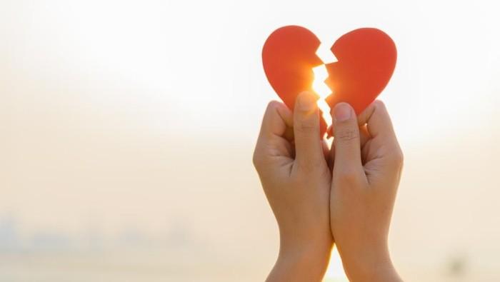 Patah hati bisa menimbulkan stres tinggi yang memicu kondisi jantung. (Foto: Shutterstock)