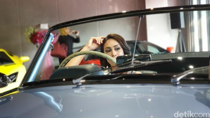 Rani Sutari dan Mobil Klasik