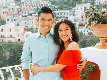Saat ulang tahun ke-8 pernikahan, Dian Sastro dan Indra liburan ke Italia. Keduanya terlihat sangat bahagia. (Foto: Instagram @therealdisastr)
