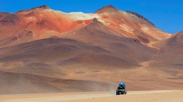 Lanskap dan tanah di Gurun atacama juga dikenal beda dari umumnya dan kerap disandingkan dengan Mars yang identik dengan warna merah (Explora Atacama)