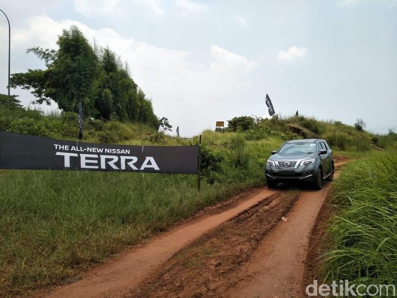 Nissan Terra. Foto: Ruly Kurniawan