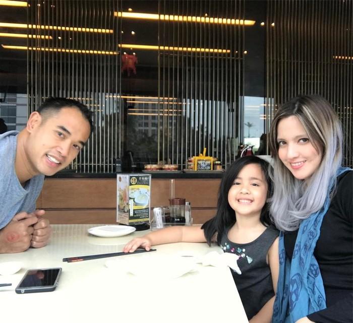 Putri dari pasangan Nia Ramadhani dan Ardi Bakrie itu makin pintar dan menggemaskan. Kini, dirinya sudah menginjak usia 6 tahun. Foto: Instagram ramadhanibakrie