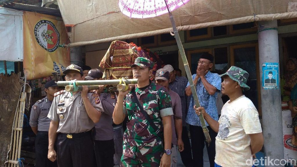 Jenazah 3 Pendaki Tampomas Dimakamkan di Indramayu