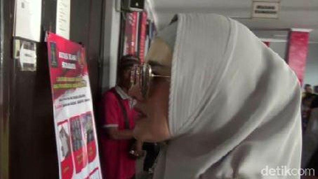3 Jam Jenguk Dhani di Medaeng, Mulan Jameela Membisu