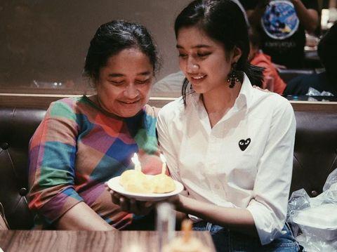 Mikha Tambayong dan ibunda, semasa hidup/
