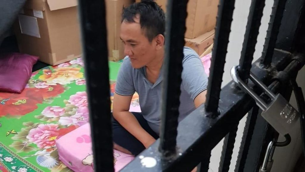Di Tahanan, Andi Arief Beralas Kasur Pink dan Dekat Kardus