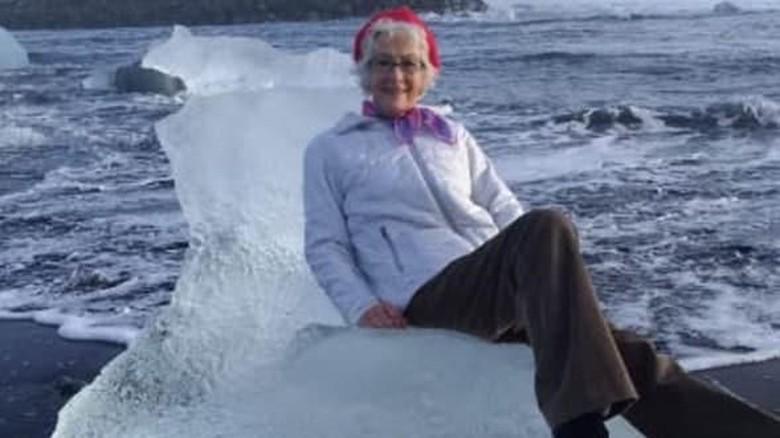 Turis lansia yang hampir hanyut (Twitter)