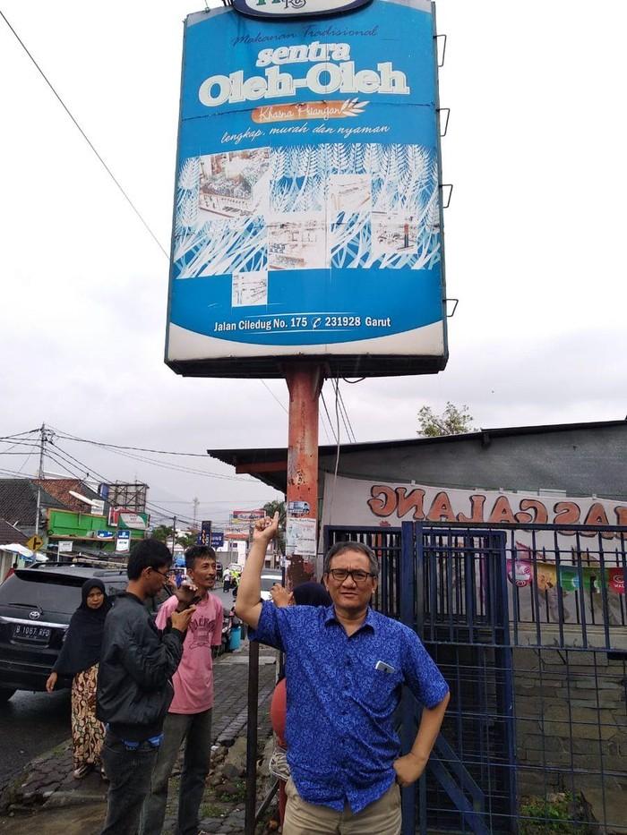 Andi Arief ditangkap terkait narkoba. Penangkapan dilakukan di Hotel Menara Peninsula, Jakarta Barat. Wakil Sekjen Partai Demokrat ini, dikenal aktif membagikan opininya juga aktivitasnya. Lewat akun Twitter miliknya, politisi ini juga sering membagikan momen kulinerannya. Foto: Twitter @AndiArief__