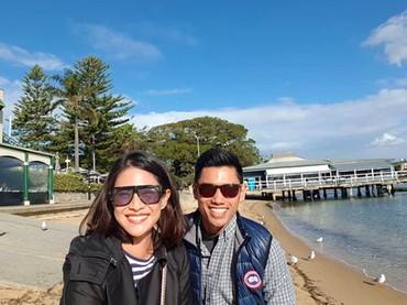 Pantai menjadi salah satu destinasi yang dikunjungi Dian dan Indra saat di Australia. (Foto: Instagram @therealdisastr)