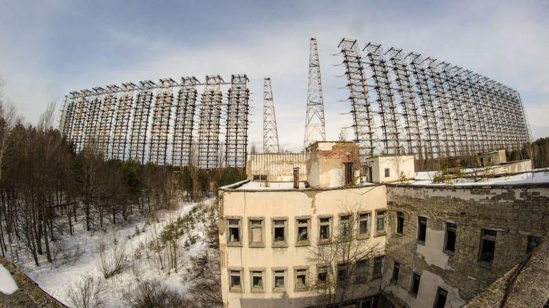 Antena yang terlantar ini sangat besar dan tersembunyi di hutan dekat Chernobyl, namanya Radar Duga (CNN Travel)