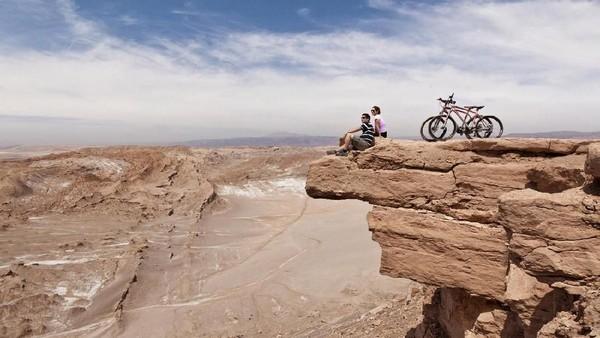 Memanjang dari selatan Peru hingga utara Chile, Gurun Atacama adalah tempat terkering di Bumi. Lokasinya jauh dari Samudera Pasifik dan Atlantik (Alto Atacama Desert Lodge & Spa)