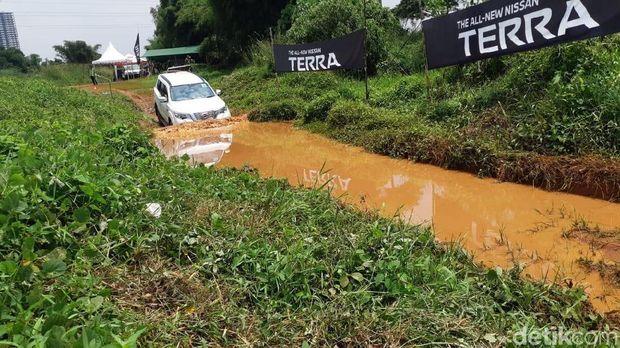 Nissan Terra,