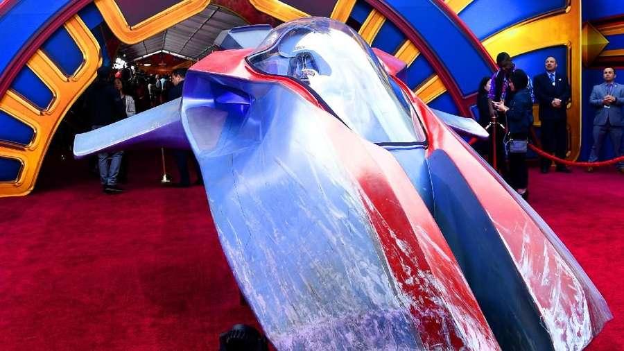 Brie Larson Bawa Pesawat Antariksanya di Red Carpet Captain Marvel
