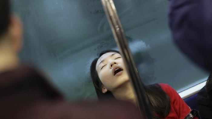 Plester mulut saat tidur bisa saja hanya baik untuk meredam suara dengkuran. (Foto: iStock)