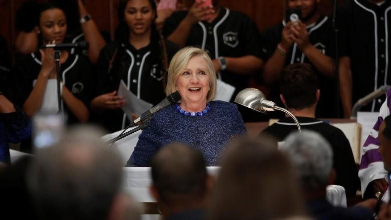 Julian Assange Ditangkap, Hillary Clinton: Dia Harus Bertanggung Jawab