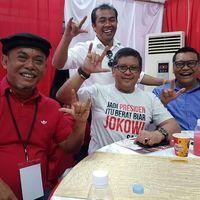 Cinta Laura Bilang 'Biar Jokowi Jadi Presiden', Hasto Pamer Kaus ala Dilan