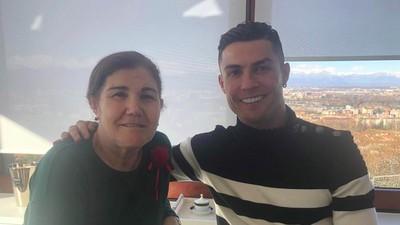 Dukungan Cristiano Ronaldo bagi Ibu yang Kena Lagi Kanker Payudara