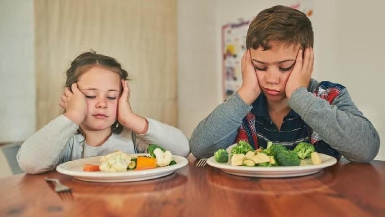 Mengajari anak suka makan sayur/ Foto: iStock