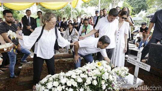 Gurat Kesedihan di Wajah Mikha Tambayong