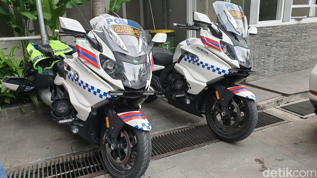 Tol Trans Jawa, Jakarta-Surabaya sudah ditakhlukan oleh motor-motor dari satuan Denwal (Detasemen Pengawal) Korlantas Mabes Polri.