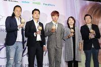 Bukan Wine, Artis K-Pop Muda Ini Justru Disuguhi Boba Milk Tea di Taiwan