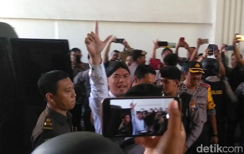 Ahmad Dhani saat ditemui jelang persidangan di PN Surabaya pada Selasa (5/3).Deny Prastyo Utomo/detikcom